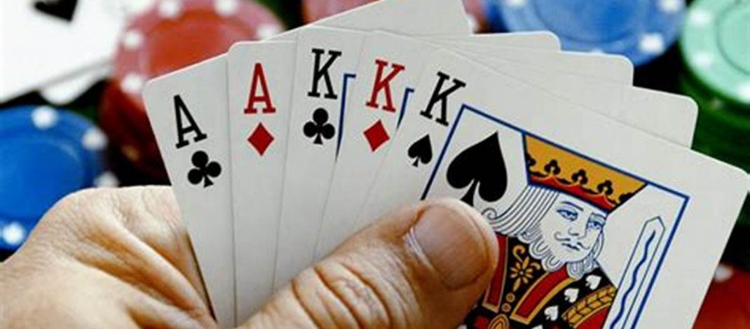 Poker Software Vs Instant Play – Know about the software